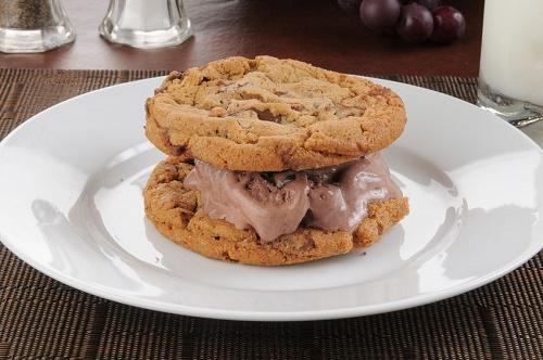 Cheesecake cookie sandwiches
