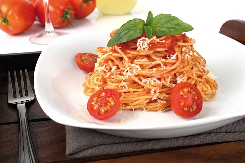 Spaghetti with Basil Tomatoes and Cheese