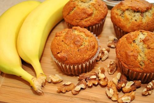 Summer Banana Split Cupcakes