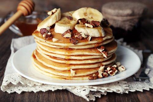 Greek Yogurt Pancakes with Banana and Honey