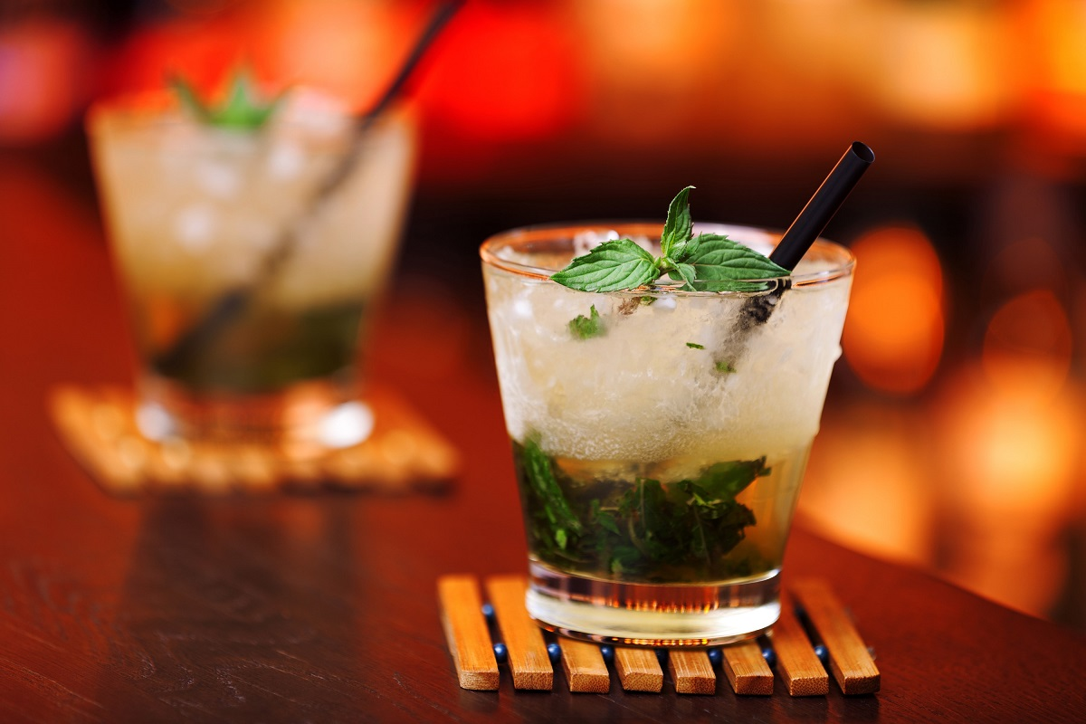 How to Make a Classic Mint Julep Cocktail (Video)