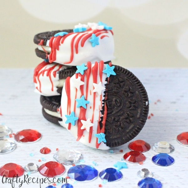 The Fourth of July  Dipped Oreo Flags