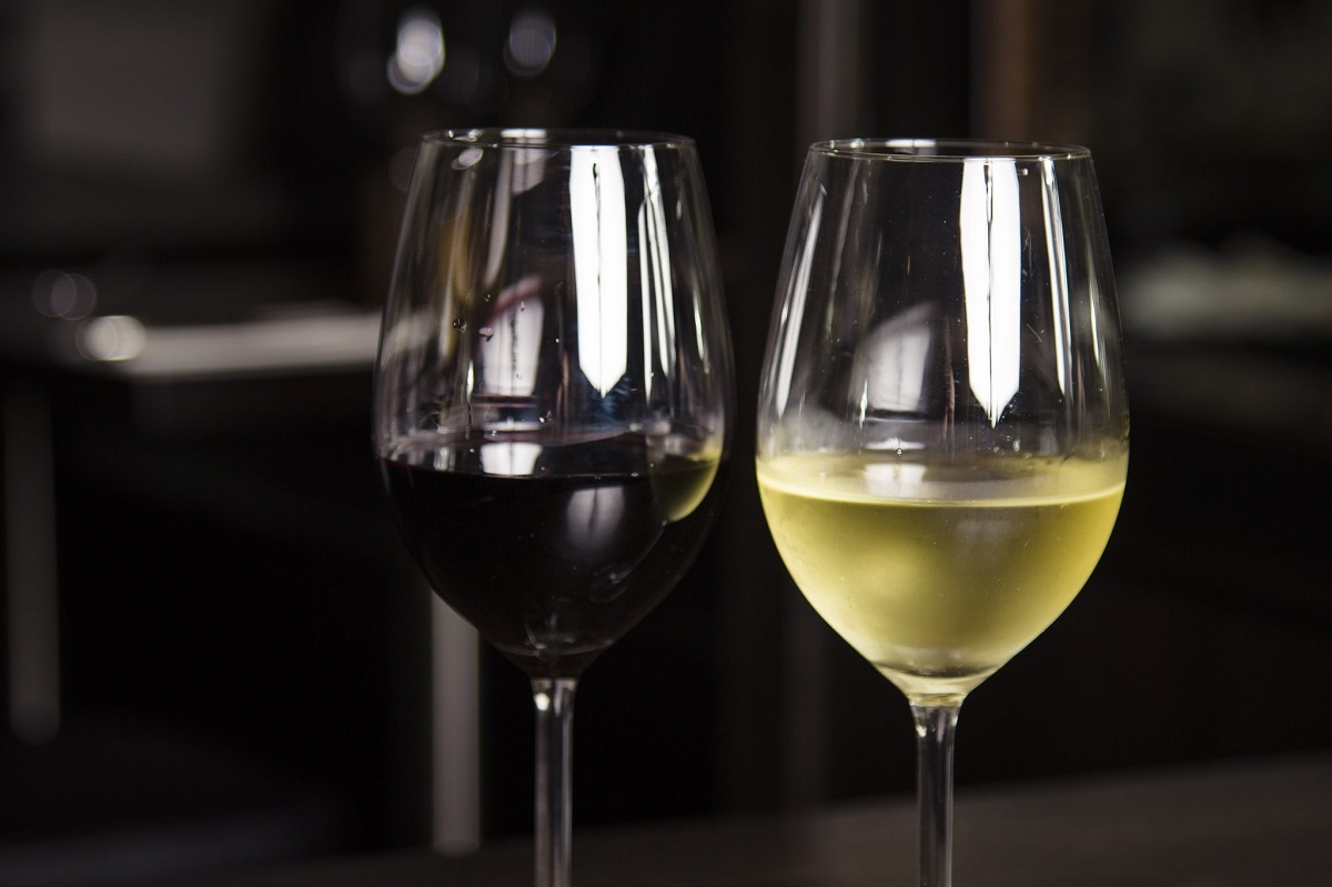 The Major Fights White Wine Drinkers Have With Red Wine Drinkers