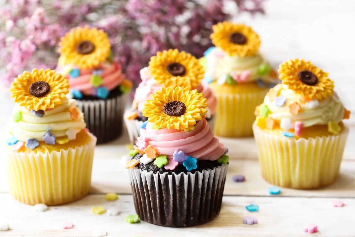 10 Amazing Summer Cupcake Recipes