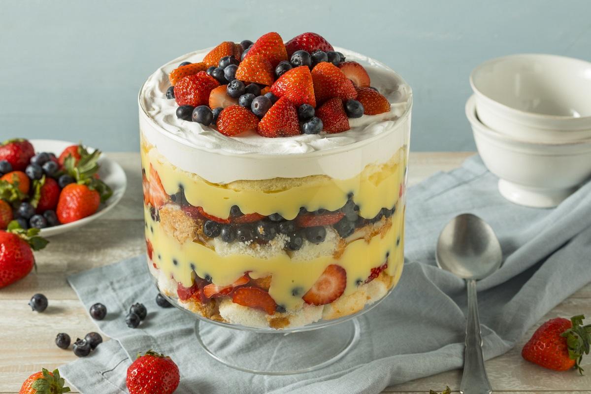 Fresh fruit and pudding