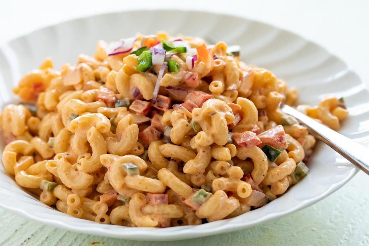 Traditional macaroni salad
