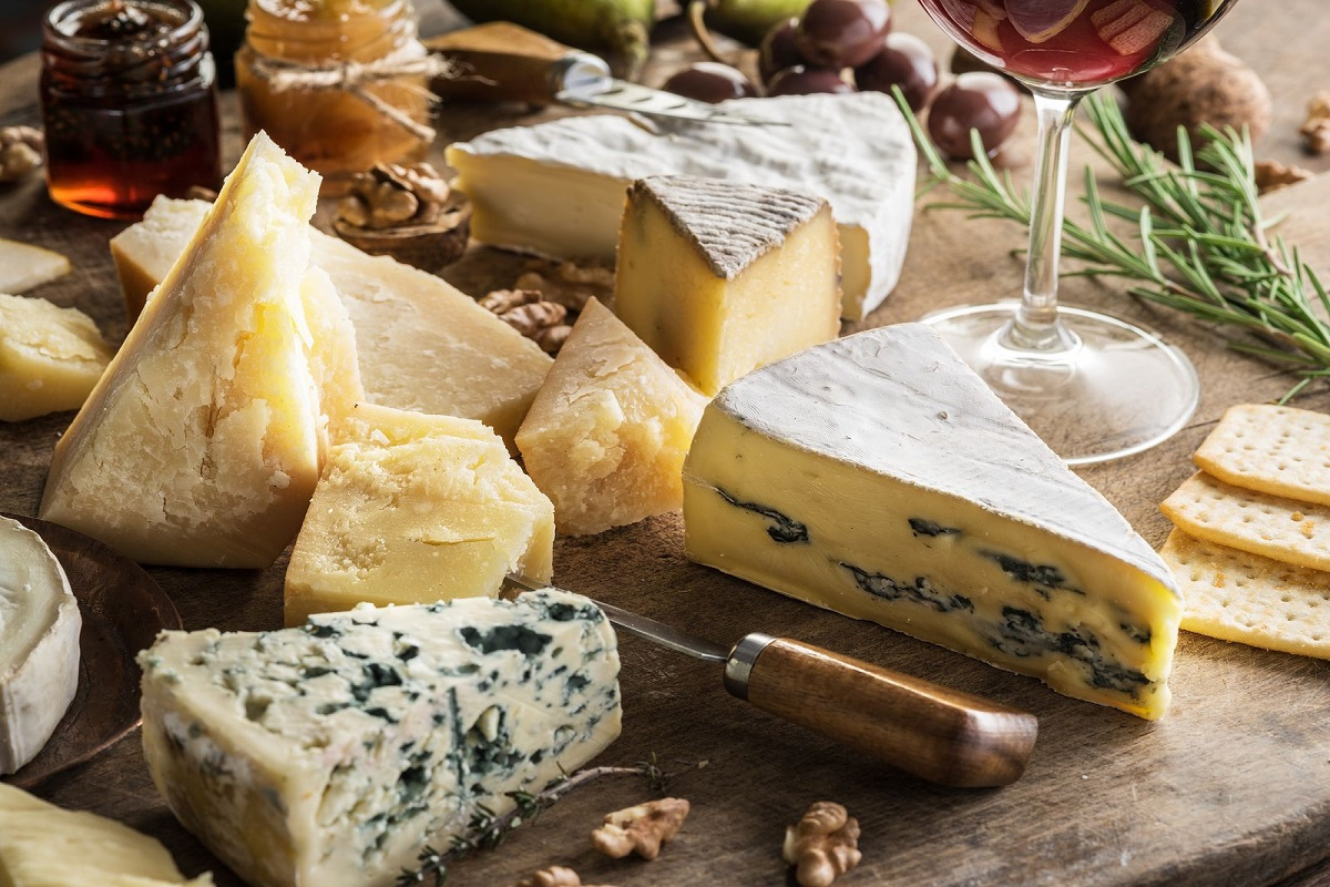 Everything You Need to Know About Cheese (35 Infographics)