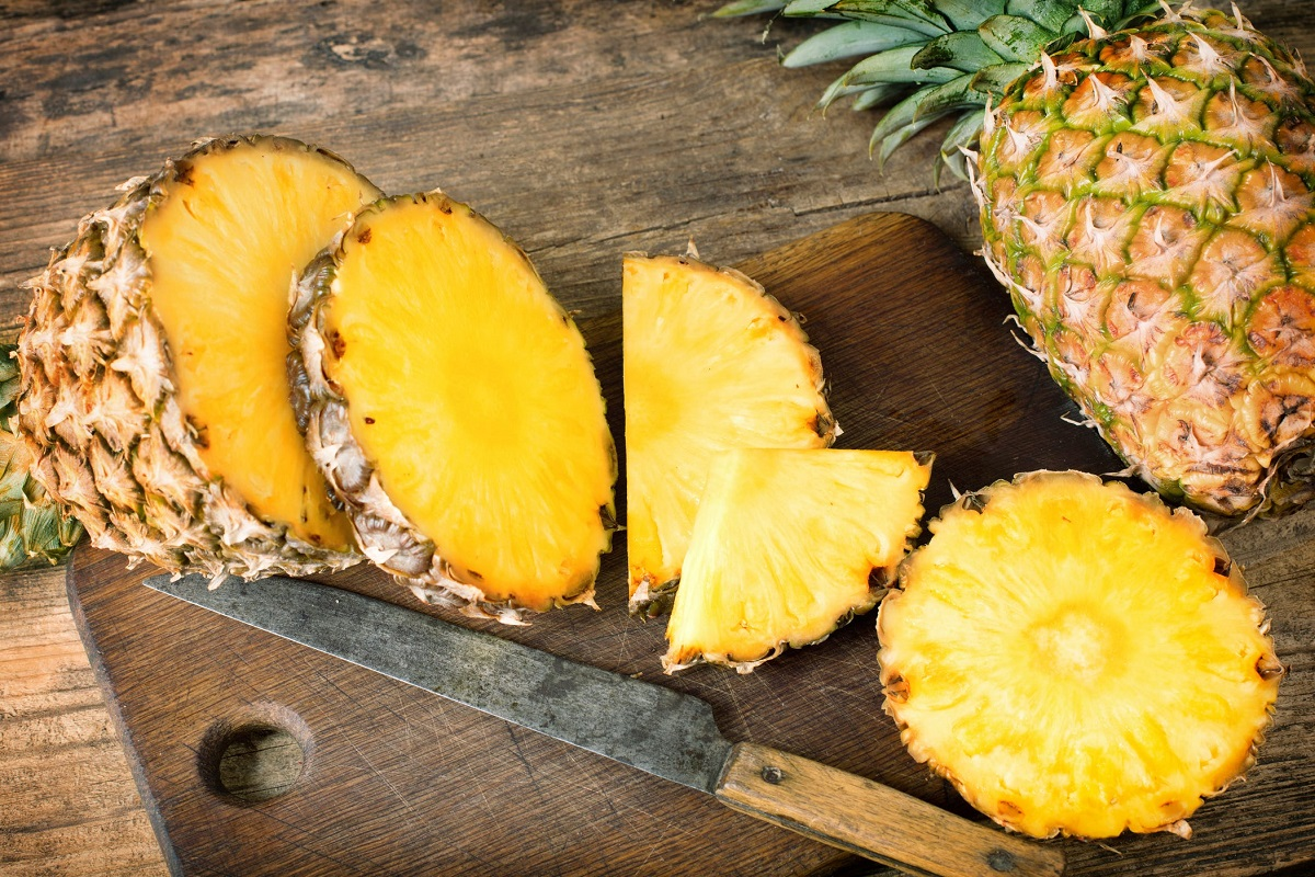 Pineapple: Health Benefits and How to Add it to Your Diet (15 Infographics)