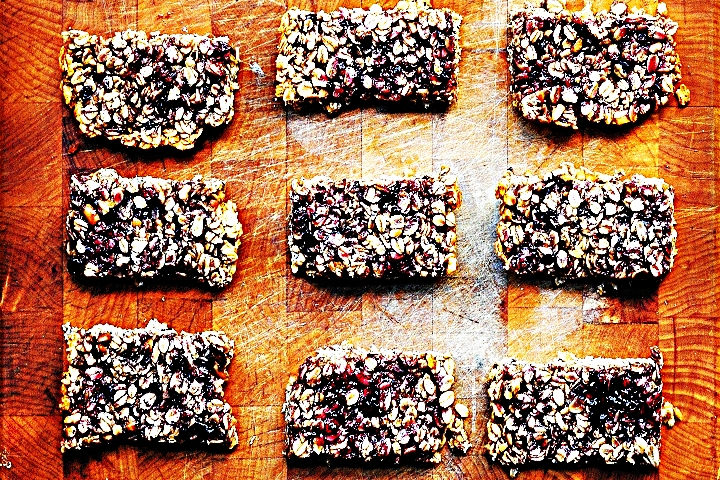 Stupid-Easy Recipe for Peanut Butter and Jelly Granola Bars (#1 Top-Rated)