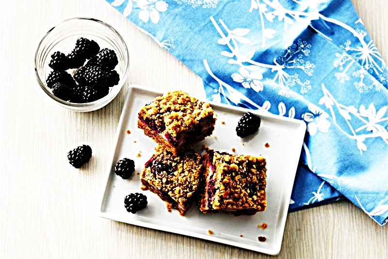 Stupid-Easy Recipe for Yogurt and Blackberry Crumble Bars (#1 Top-Rated)